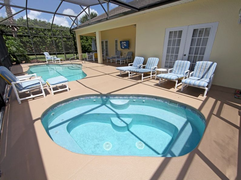 Decoration Ideas for a Pool Enclosure